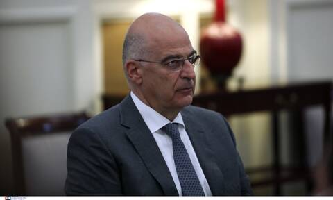 Foreign Minister Dendias cancels public appearances after contact with Covid case