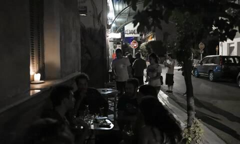Νέα μέτρα ξανά στο «τραπέζι» μετά την έκρηξη κρουσμάτων: Τι εξετάζεται για μάσκες και εστίαση