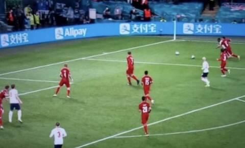 Αγγλία - Δανία: Τι λέει ο κανονισμός της FIFA για τις δύο μπάλες στο γήπεδο (pic)