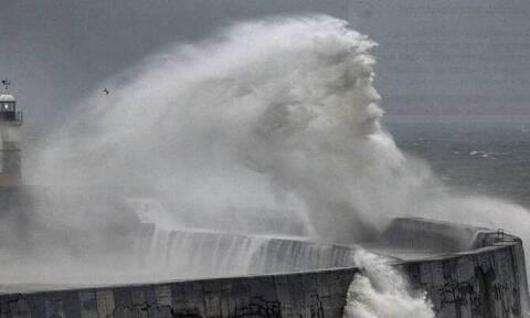 ΒBC: Το «πρόσωπο του Ποσειδώνα» εμφανίστηκε στα κύματα εν μέσω καταιγίδας στο Σάσεξ