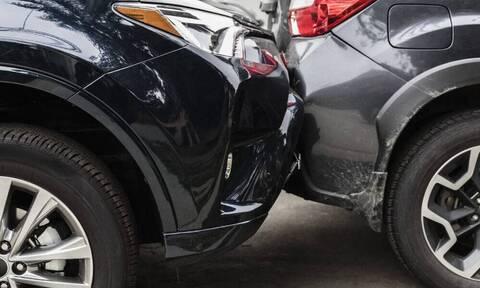 Το πιο παράξενο τρακάρισμα - Οδηγοί έκαναν όπισθεν ταυτόχρονα (photos+video)