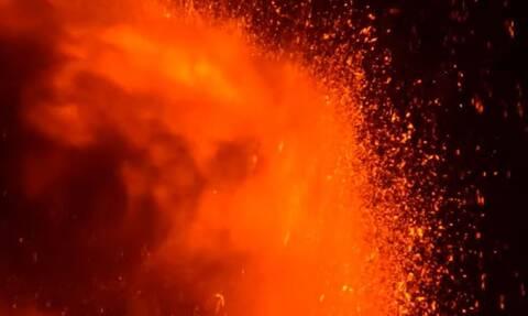 Η Αίτνα «ξύπνησε» και πάλι: Θεαματική έκρηξη του ηφαιστείου της Σικελίας (vid)