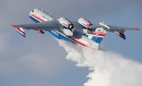 Φωτιά ΤΩΡΑ: Το θηριώδες ρωσικό Beriev-200 σε Εύβοια και Βαρνάβα – Εντυπωσιακά βίντεο