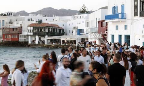 Μύκονος: Αναβρασμός με τα πάρτι σε βίλες και σκάφη – Ξεσπούν οι επιχειρηματίες
