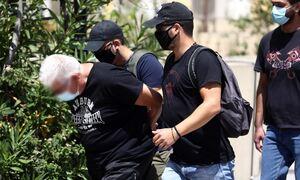 Ηλιούπολη: Υπόλογοι για 14 κακουργήματα ο αστυνομικός και ο πατέρας που κακοποιούσαν την 19χρονη
