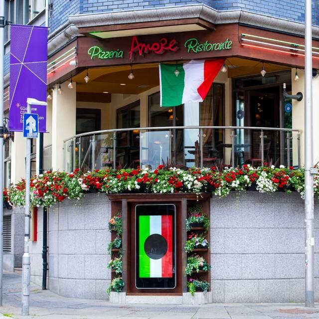 Euro 2020: Η Σκωτία «φωνάζει» Forza Italia! - Γέμισαν σημαίες της Ιταλίας τα μαγαζιά (video+photos) - Newsbomb - Ειδησεις - News