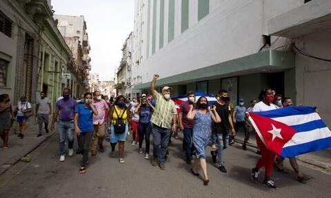Κούβα: «Κάτω η δικτατορία» - Πρωτοφανείς αντικυβερνητικές διαδηλώσεις σε πολλές πόλεις της χώρας