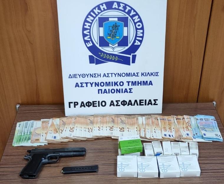 Πιστόλι, λεφτά και κουτιά με αναβολικές ουσίες...