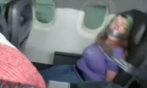 ΗΠΑ: Επεισοδιακή πτήση - Γυναίκα προσπάθησε να ανοίξει την πόρτα και να δαγκώσει αεροσυνοδό