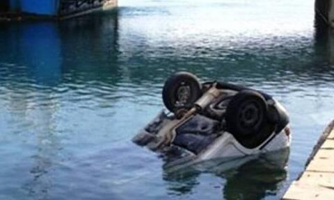 Κόρινθος: Συναγερμός για αυτοκίνητο που έπεσε στη θάλασσα - Σε εξέλιξη επιχείρηση απεγκλωβισμού