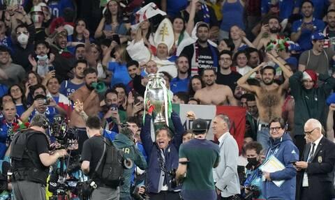 Euro 2020: «Oλέθριο» το θέαμα οπαδών χωρις μάσκα στον τελικό λέει ο ΠΟΥ- SOS για τη μετάλλαξη Δέλτα