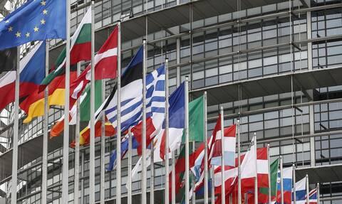 «Παγώνει» η ΕΕ τον ψηφιακό φόρο στις πολυεθνικές μετά από πιέσεις των ΗΠΑ