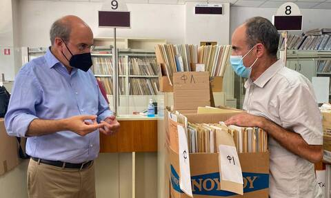 Ο Κωστής Χατζηδάκης επισκέφθηκε αιφνιδιαστικά τον ΕΦΚΑ Κορίνθου - Τι διαπίστωσε [pics]