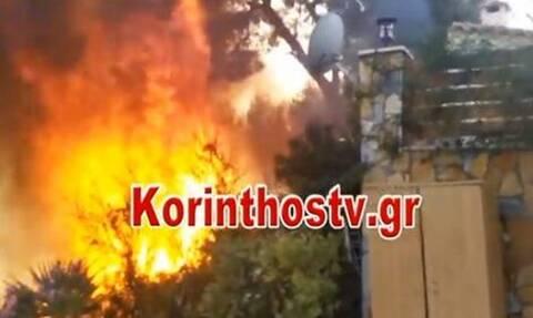 Φωτιά στην Κορινθία: Κάηκε σπίτι – Αγώνας της πυροσβεστικής να μην επεκταθούν οι φλόγες