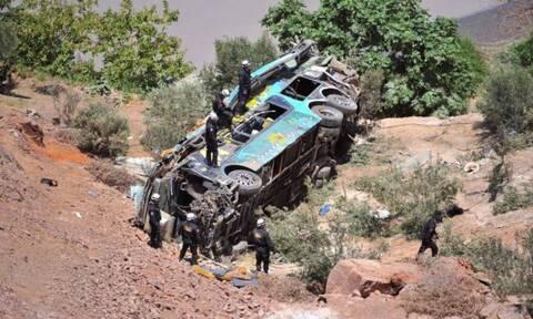Τραγωδία στη Βολιβία: Τουλάχιστον 24 νεκροί από πτώση λεωφορείου σε χαράδρα