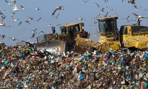 Διαχείριση αποβλήτων : Νέο πλαίσιο «Πληρώνω όσο πετάω» από τους Δήμους για τα σκουπίδια