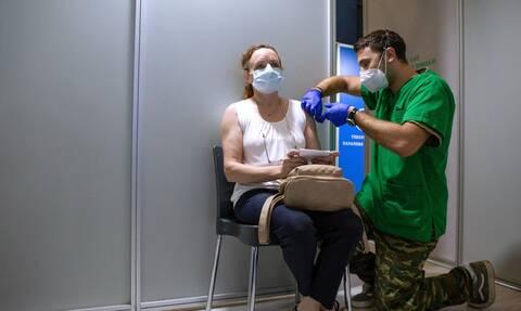 Χρυσόγονος: Οριακά συνταγματικός ο υποχρεωτικός εμβολιασμός – Υπέρμετρος περιορισμός η απόλυση