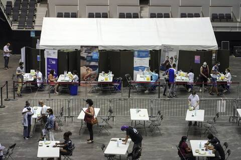 Γαλλία: Ρεκόρ στα ραντεβού για εμβολιασμό μετά το διάγγελμα του προέδρου Μακρόν