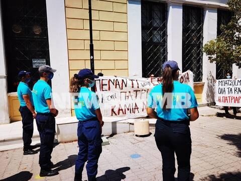 Ευελπίδων: Διαμαρτυρία εντός των δικαστηρίων την ώρα της απολογίας του αστυνομικού