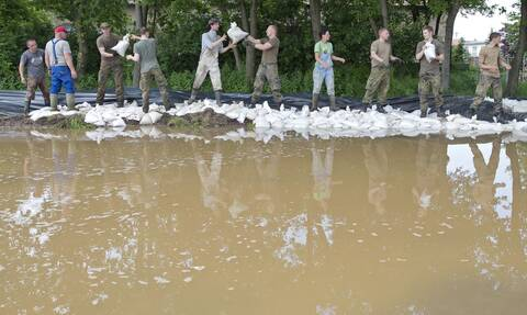 Ελβετία: Πλημμύρες σε δρόμους της Ζυρίχης και χάος στις μεταφορές απο τις ισχυρές βροχοπτώσεις