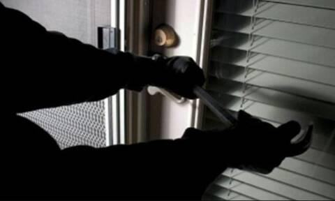 Θεσσαλονίκη: Βρήκαν 25χρονο διαρρήκτη με λεία 163.000 ευρώ από σπίτια σε Πανόραμα και Πυλαία