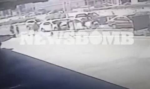 Άλιμος - Βίντεο ντοκουμέντο: Οι ανήλικοι τρέχουν να κρυφτούν αφού μαχαίρωσαν 3 φορές τον 14χρονο