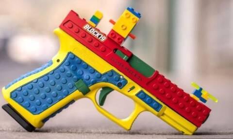HΠΑ: Σάλος από όπλο που θυμίζει Lego – Η οργισμένη αντίδραση της εταιρείας