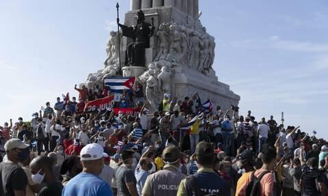 Κούβα: «Θα καταστείλουμε την αντεπαναστατική βία» απειλεί η Αβάνα - Ένας νεκρός διαδηλωτής