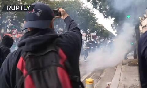 Παρίσι: Διαδήλωση κατά των μέτρων που ανακοίνωσε ο πρόεδρος Μακρόν για τον κορονοϊό (vid)
