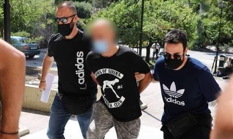 Ηλιούπολη: «Εκδιδόταν κατ' επιλογή της», λέει ο κατηγορούμενος αστυνομικός - Αρνείται τις κατηγορίες