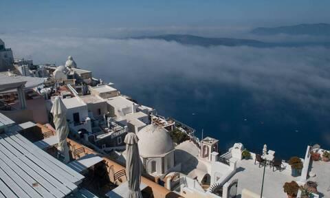 Βρετανία: Παραμένει στην πορτοκαλί ταξιδιωτική λίστα της χώρας η Ελλάδα