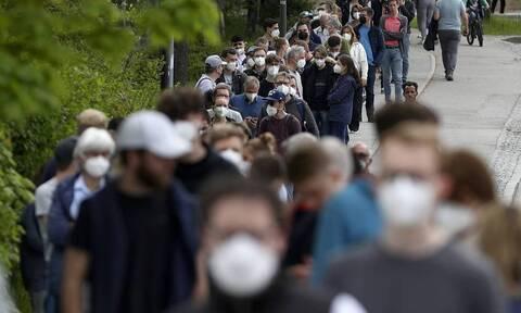 Κορονοϊός - Βασιλακόπουλος: «Δεν θα σταματήσει το τέταρτο κύμα αν δεν εμβολιαστούμε»