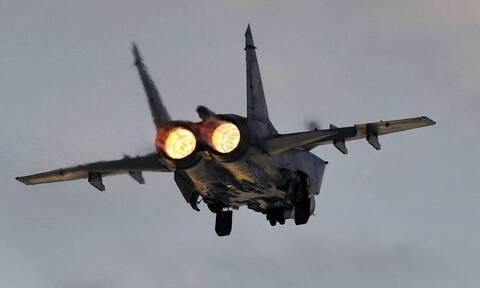 Истребители РФ сопроводили бомбардировщики США над акваторией Берингова моря