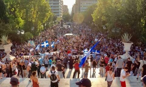 В Греции проходят протесты против принудительной вакцинации