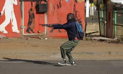 Νότια Αφρική: H πανδημία την οδηγεί σε εμφύλιο πόλεμο