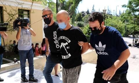 Ηλιούπολη: Νέες αποκαλύψεις για τον αστυνομικό - Απειλούσε την πρώην του, της είχε πάρει το παιδί