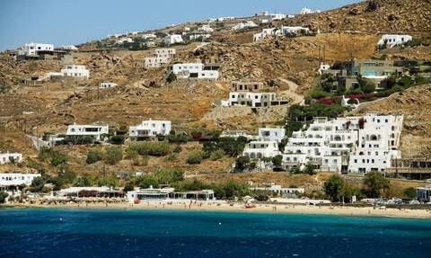 Mykonos: 17-year-old student arrested for child pornography