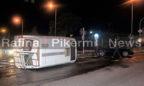 Τροχαίο με ανατροπή στη λεωφόρο Μαραθώνος – Τρεις τραυματίες (pics)