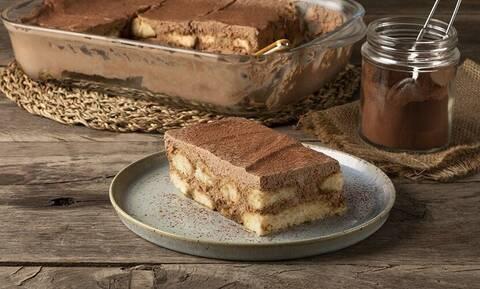 Τιραμισού σοκολάτας - Μία ιδιαίτερη συνταγή του Άκη Πετρετζίκη που θα λατρέψετε