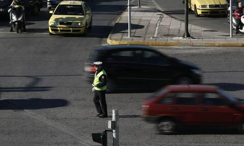 Αστυνομικός εκτός υπηρεσίας πέρασε πλαστικές χειροπέδες σε πολίτες: Φοβήθηκα ότι θα έφευγαν