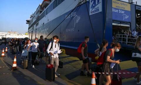 Ταξίδι με πλοίο: Μεγάλες ουρές στο λιμάνι του Πειραιά - Ποια είναι τα απαιτούμενα πιστοποιητικά