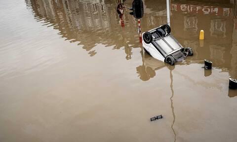 Bέλγιο: Πλημμυρισμένο σπίτι καταρρέει την ώρα που δίνει συνέντευξη ο δήμαρχος της πόλης (vid)