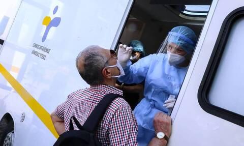 Τζανάκης στο Newsbomb.gr: «Ο ιός δεν θα χαριστεί σε κανένα μας» - Πότε θα δούμε κορύφωση κρουσμάτων