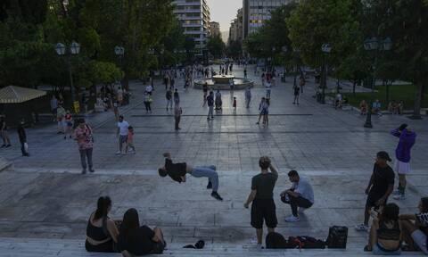 Κορονοϊός: Στο «κόκκινο» το κέντρο της Αθήνας - Πάνω από 300 νέα κρούσματα σε 24 ώρες
