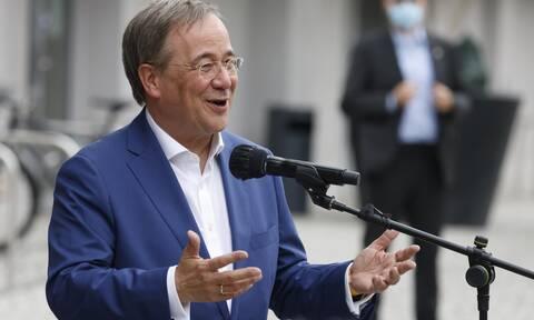 Γερμανία: Ο διάδοχος της Μέρκελ απολογείται για το ξεκαρδιστικό του γέλιο εν μέσω εθνικού πένθους