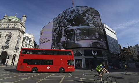 Βρετανία: Αύριο αίρεται ένα από τα αυστηρότερα lockdown στον κόσμο – Φόβοι και προκλήσεις