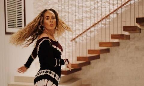 Adele: Η σπάνια εμφάνισή της εντυπωσιάζει