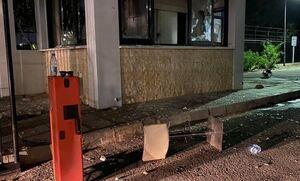 Κύπρος: Η στιγμή της εισβολής στο ΣΙΓΜΑ - «Δεχόμαστε επίθεση, τα έχουν κάνει όλα λαμπόγυαλο»