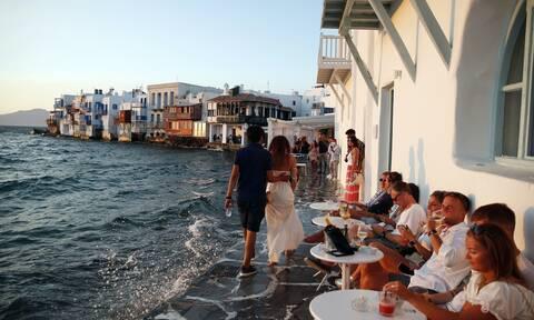 Ανησυχία για τα «πορτοκαλί» νησιά - Ερχεται «μοντέλο Μυκόνου» σε Πάρο, Σαντορίνη, Ιο, Κρήτη;
