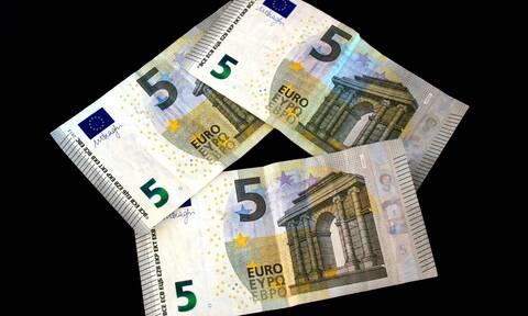 Διάθεση καινούργιων χαρτονομισμάτων 5 ευρώ και 10 ευρώ από την Τράπεζα της Ελλάδος